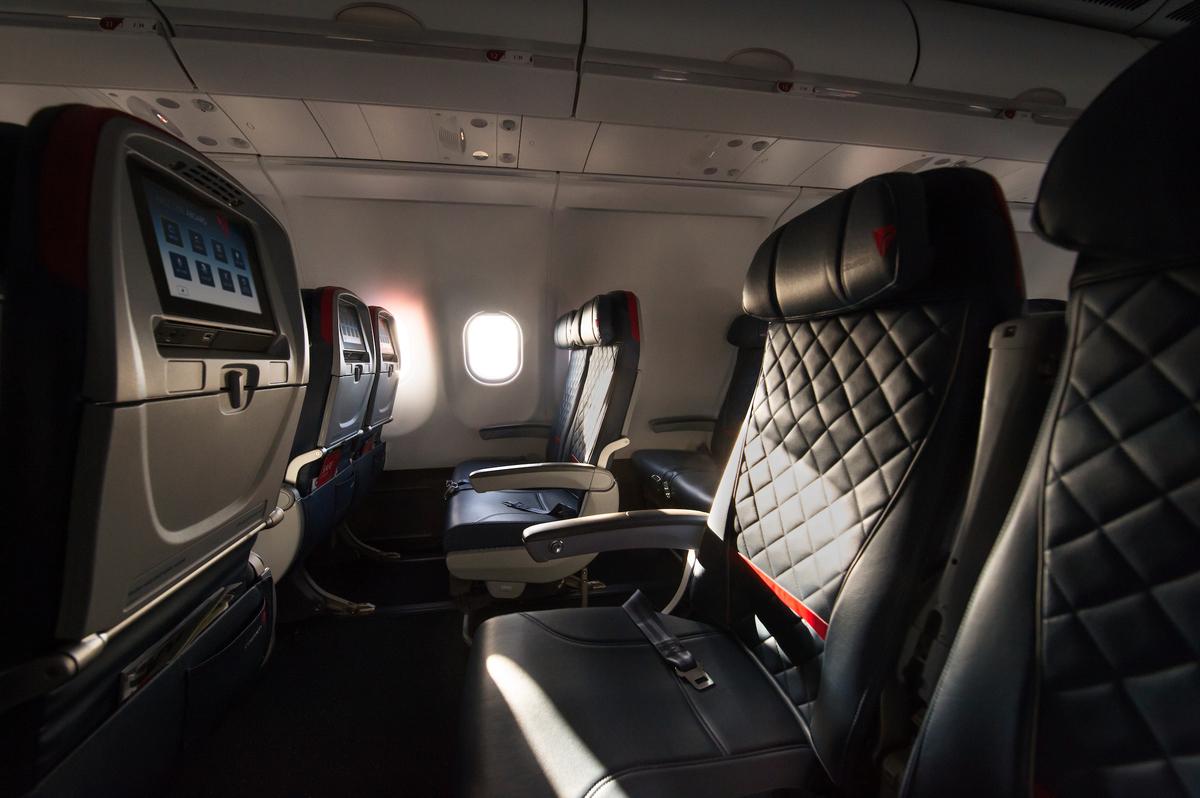 Volare con delta airlines le diverse classi di servizio for Cabina principale delta