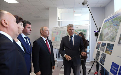 Vladimir Putin with Sports Minister Pavel Kolobkov at the new public Olympic Reserve hockey school.