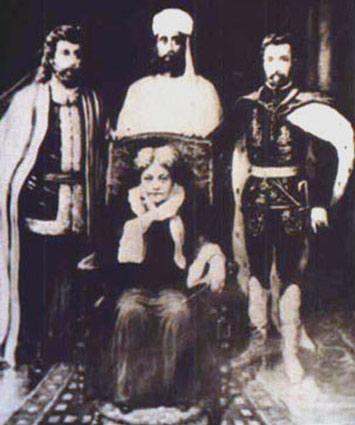 Supuesta fotografía en donde aparece Helena Blavatsky y el Conde de Saint Germain