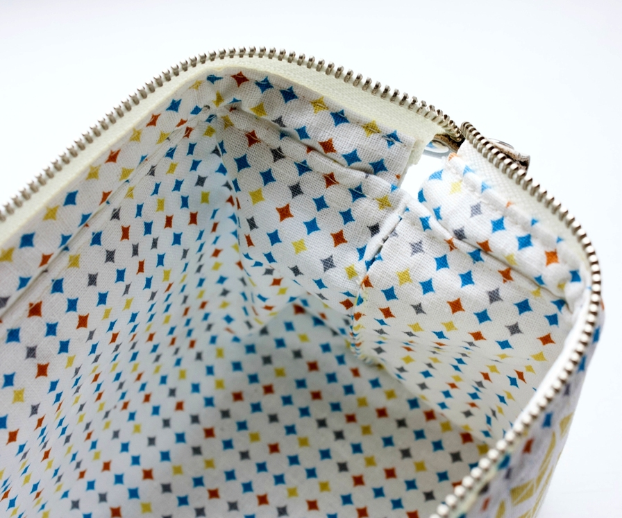 How to sew a cosmetics bag with a frame. Tutorial in pictures.