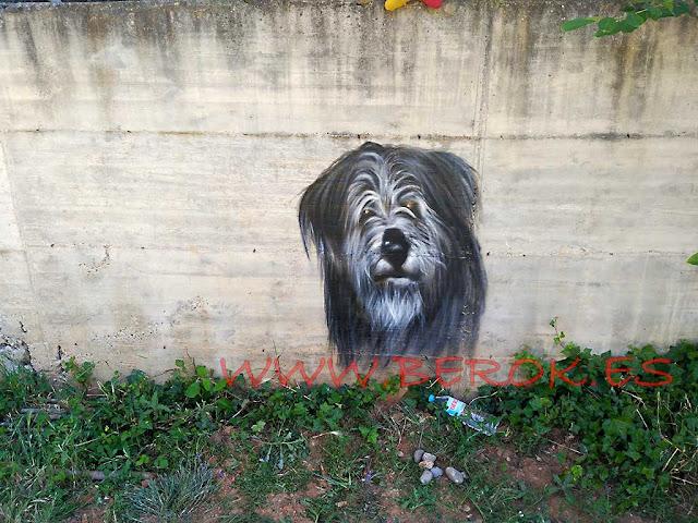 Mural retrato perro D.E.P.