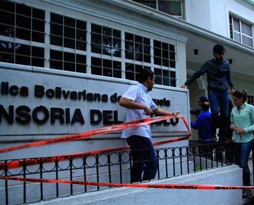 """Diputados opositores madrugaron para """"clausurar"""" a la Defensoría del Pueblo"""