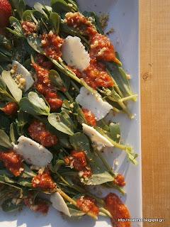 Σαλάτα με αντράκλα και σως φράουλας και goji berries-