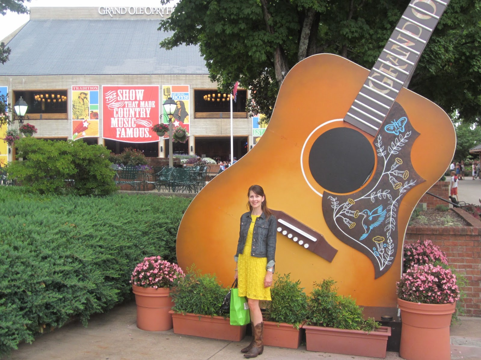 Nashville Day 3 Country Music Stars Tour Of Homes Opry Mills Mall And Grand Ole This Mom Loves