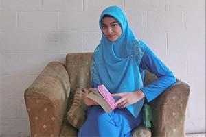 Valeria Stahl Pakai Hijab