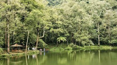 wisata alam puncak Telaga Warna