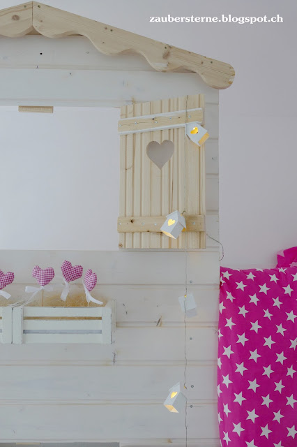 Kinderbett, Hochbett, Lichterkette, Sternenbettwäsche