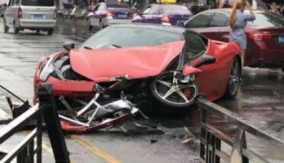 Ferrari baru disewa hancur