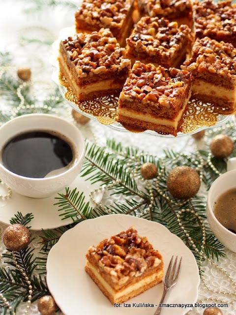 orzechowiec, krem budyniowy, orzechy w karmelu, ciasto z kremem budyniowym, ciasta swiateczne, swieta, wypieki na boze narodzenie