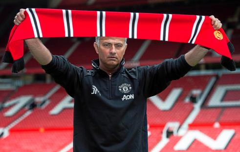 Jose Mourinho Merombak Total Tim Manchester United