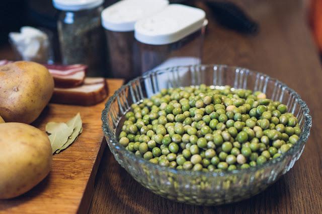 Outdoor Kitchen 10  Erbseneintopf aus dem Dutch Oven  Herzhafte Rezepte für Camping und Trekking 03