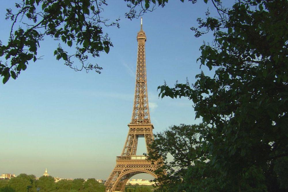 10 Peristiwa Unik dan Bersejarah yang Pernah Terjadi di Menara Eiffel
