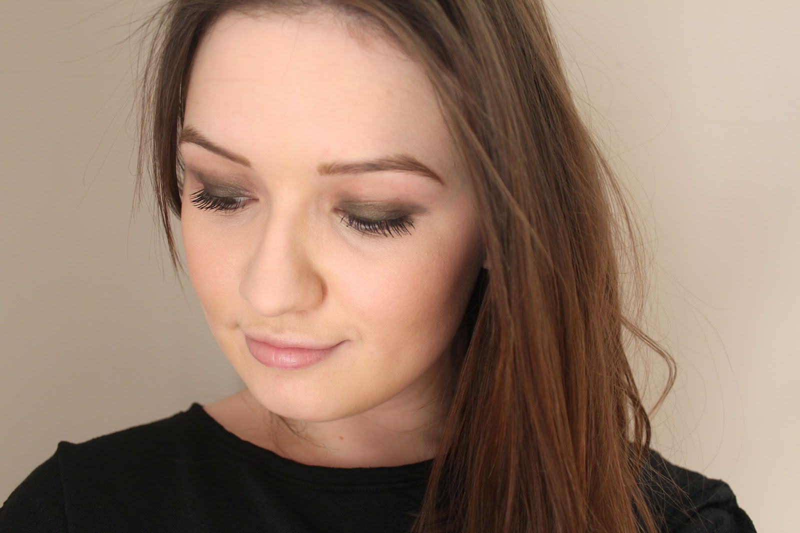 burberry beauty box covent garden eye silk shadow khaki green wet dry swatch tutorial wendy rowe aw15 ss15 eyes beauty blogger bblogger bbloggers instagram jourdan dunn naomi campbell campaign smokey blog