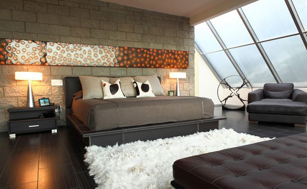 Kamar tidur dekat atap berkaca