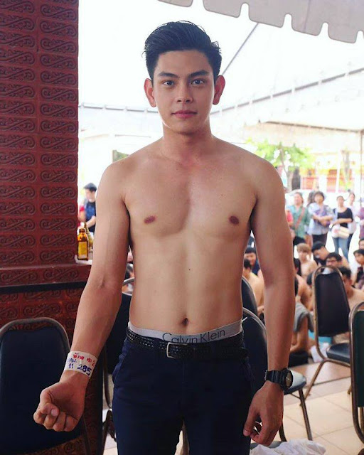 Check out This Hunky Soldier From the Philippine Army That's Making the Ladies Swoon!