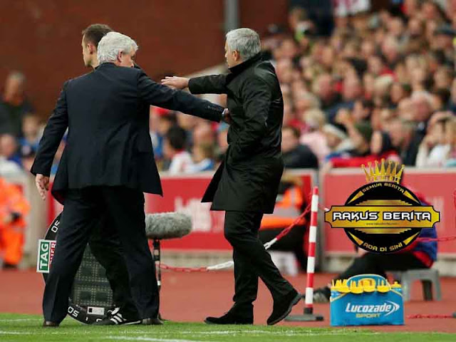 Hughes & Mourinho Bicara Soal Insiden Jabat Tangan