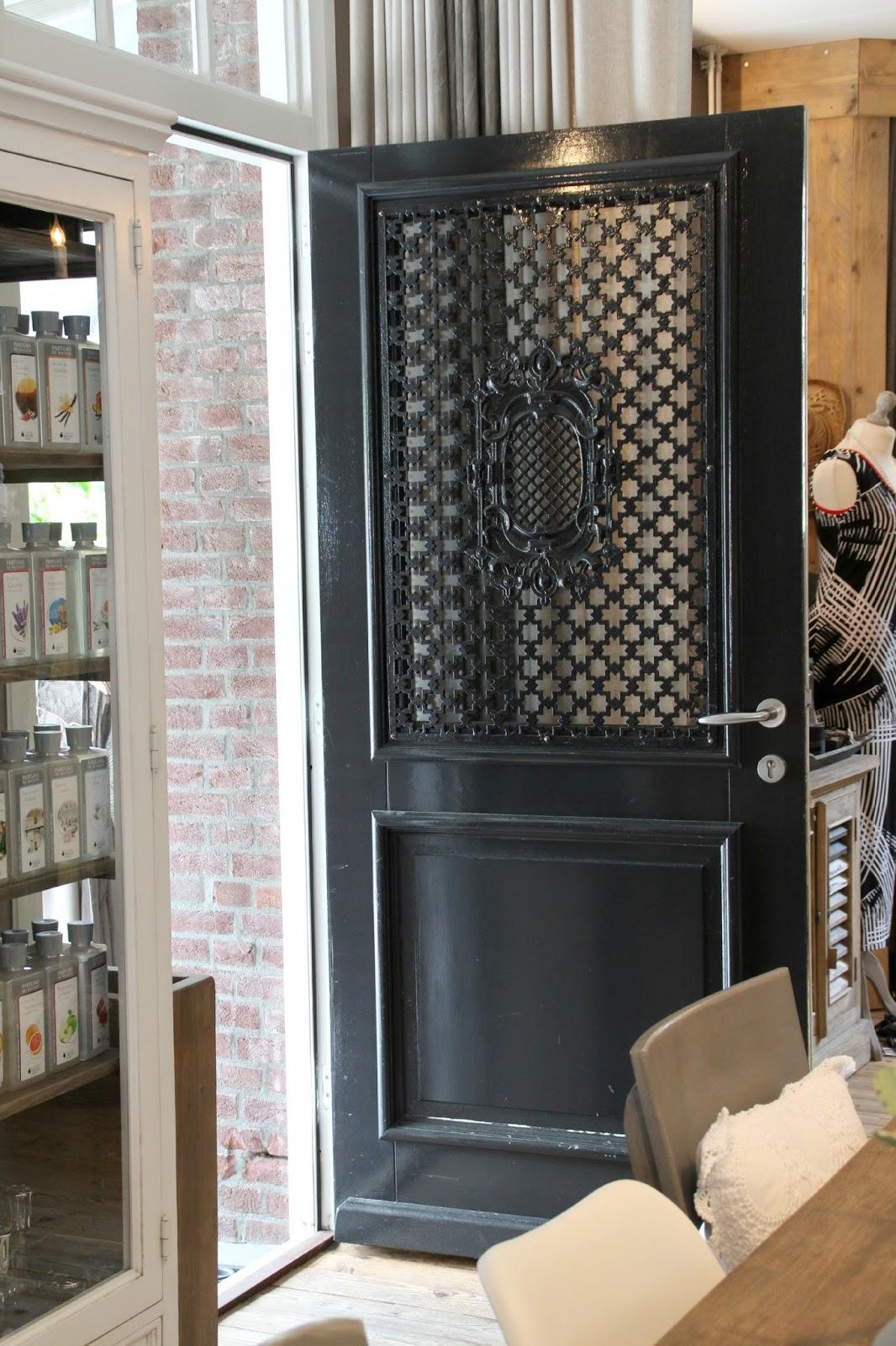 haust ren mit viel glas wohn design. Black Bedroom Furniture Sets. Home Design Ideas