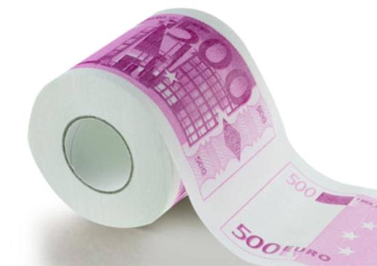 Hartie igienica cu 500 de euro pe ea