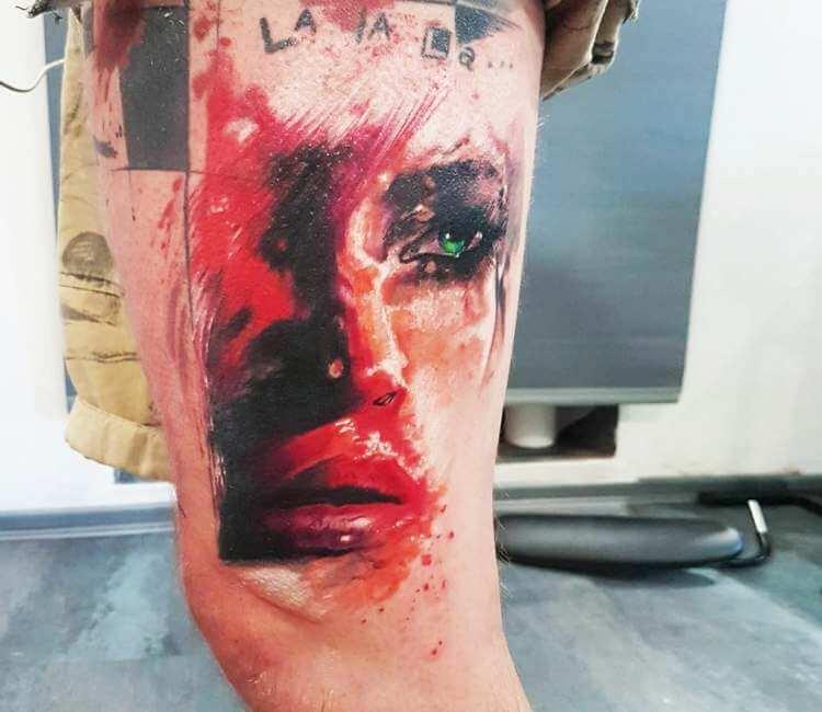 Espectacular Tatuaje de rostro ensangrentado