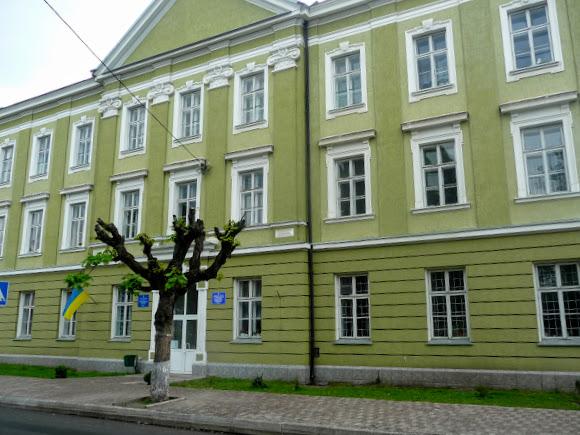 Старий Самбір. Поліклініка