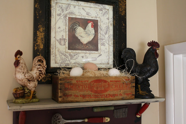 farmhouse decor, chickens and roosters