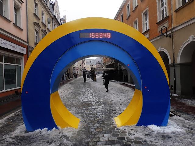 Symbol Opola i jednocześnie bramka, zliczająca, ile osób pod nią przeszło :)