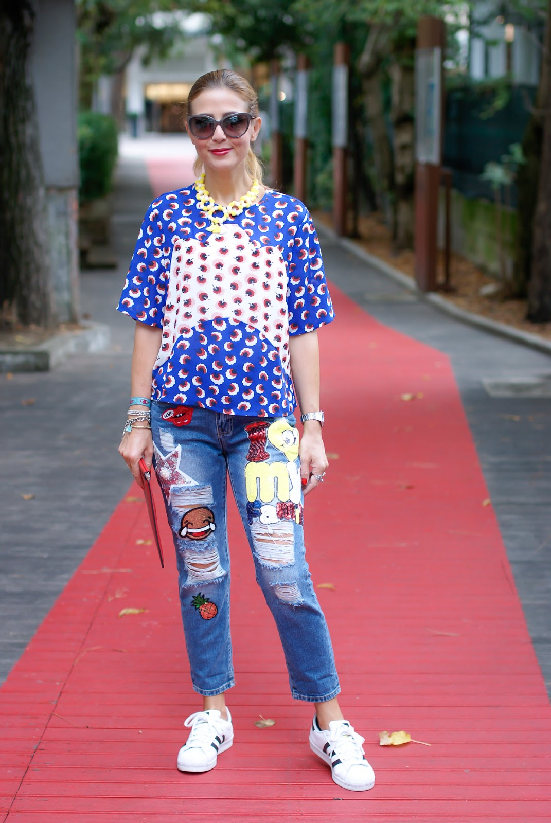 How to wear patched jeans on Fashion and Cookies fashion blog, fashion blogger style