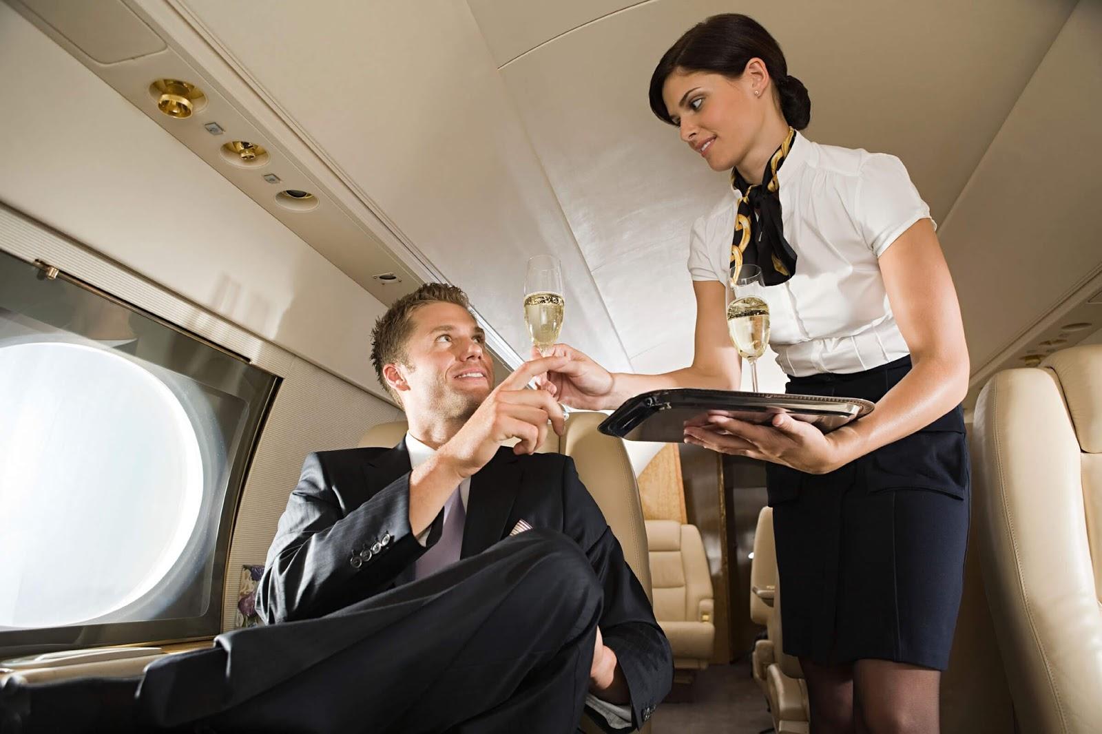 Uçak Seyahatinde Kabin Memurlarına Ve Hosteslere İlk Görüşte Aşık Olmak