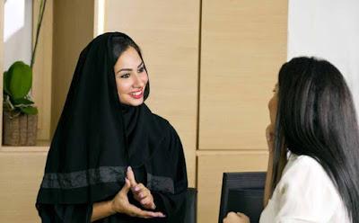 مدربة الإتيكيت: هكذا تتصرفين لدى اقامتك في المنتجعات والفنادق امرأة فتاة بنت خليجية عربية arabian woman girl
