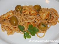 http://absolutdelicios.blogspot.ro/2015/03/spaghete-cu-piept-de-pui-si-masline.html