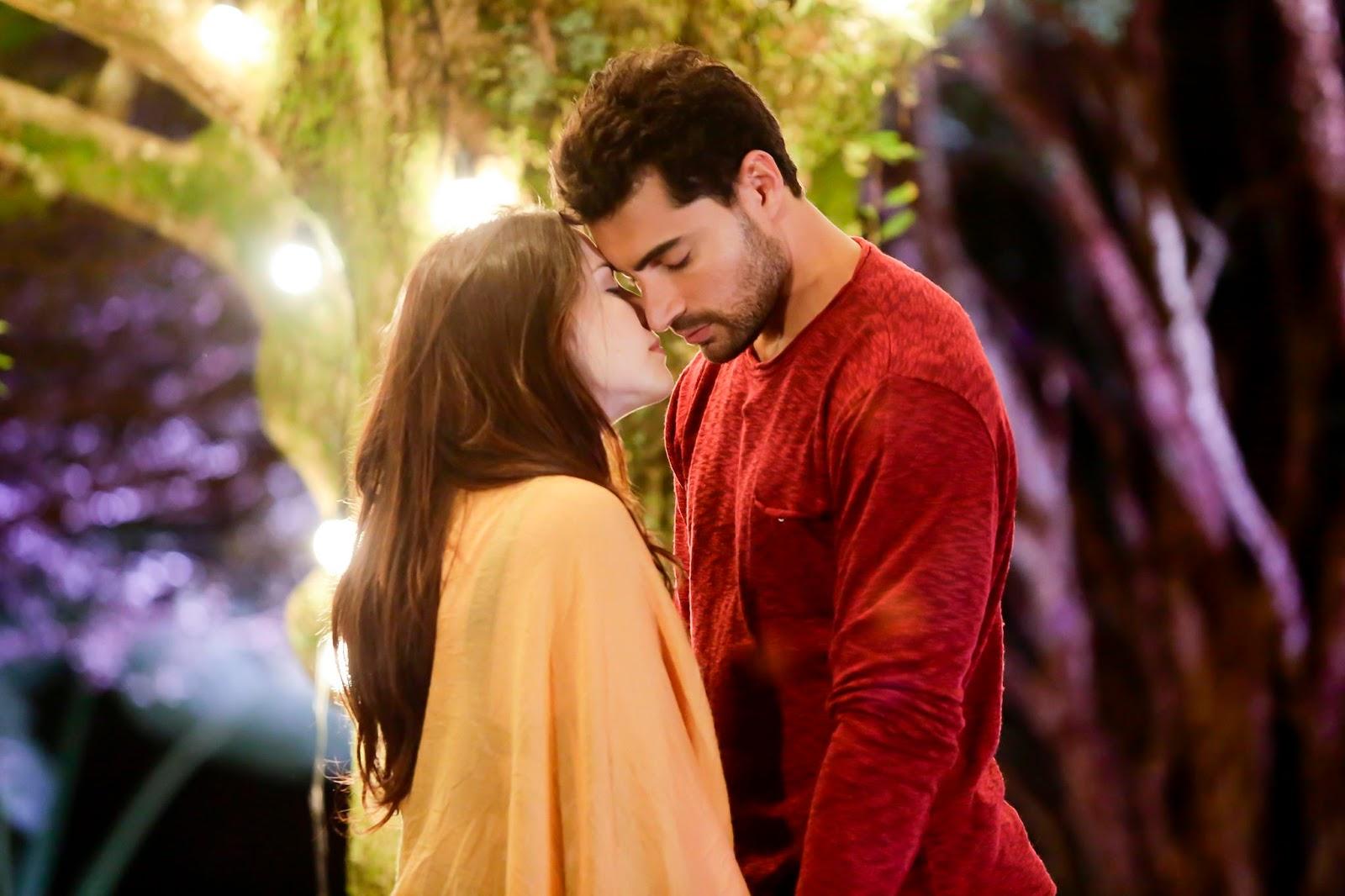 """4c42a4770d33c Cecília e Gustavo se beijam pela primeira vez em """"Carinha de Anjo"""". Saiba  mais."""