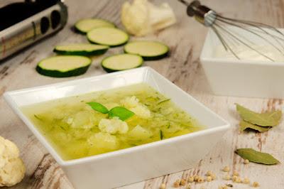 Zupa kalafiorowo-cukiniowa
