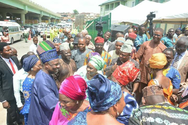 Amosun Allocates 1,050 Ultra Modern Shops to Traders