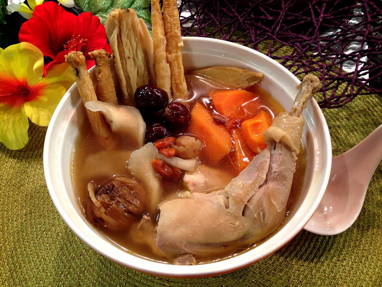 Fen's Cooking: 北芪黨參雞湯