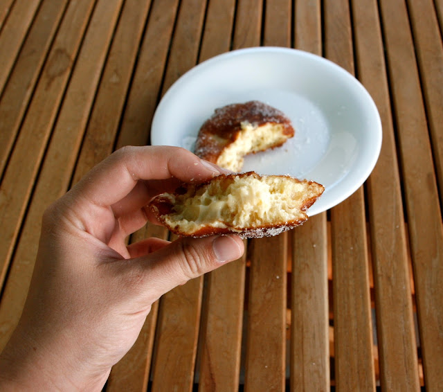 Donuts rellenos de crema de vainilla para el desayuno