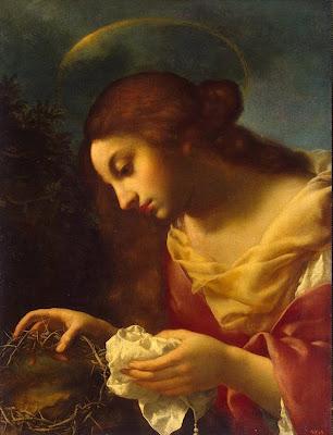 Santa Maria Magdalena sostiene la corona de espinas y un paño.