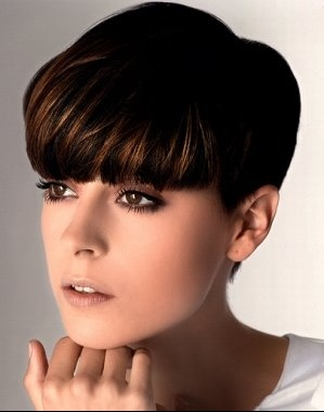 Top du meilleur tendance coiffure 2011 2012 - Coupe courte avec frange droite ...