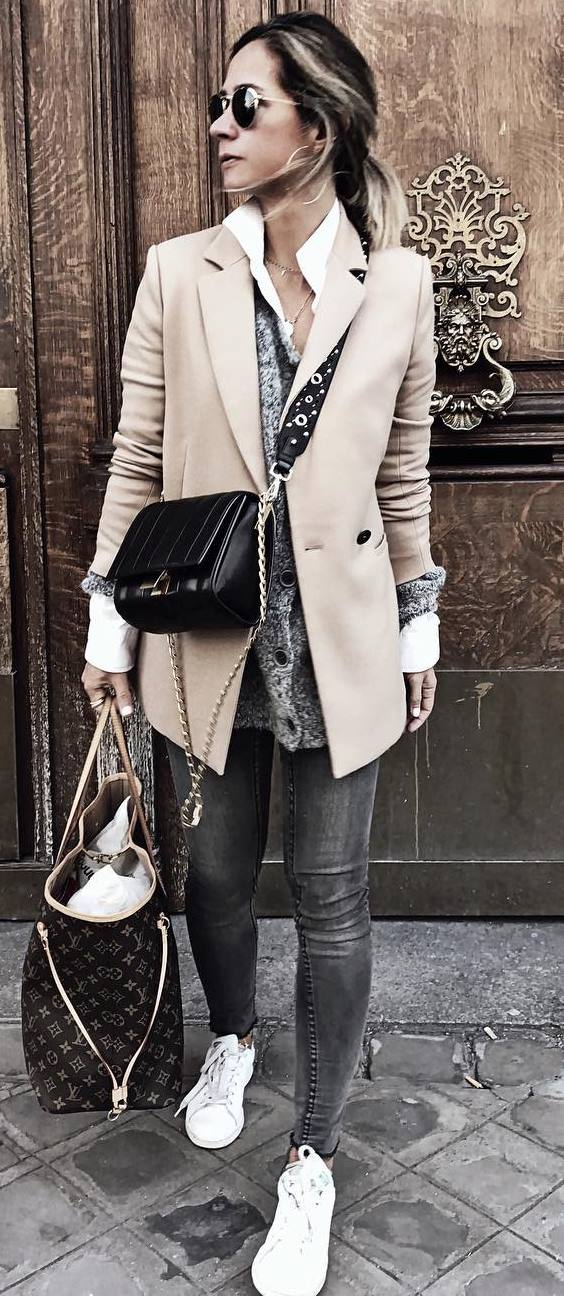 casual office style addict_nude blazer + cardi + shirt + bag + skinny jeans + sneakers