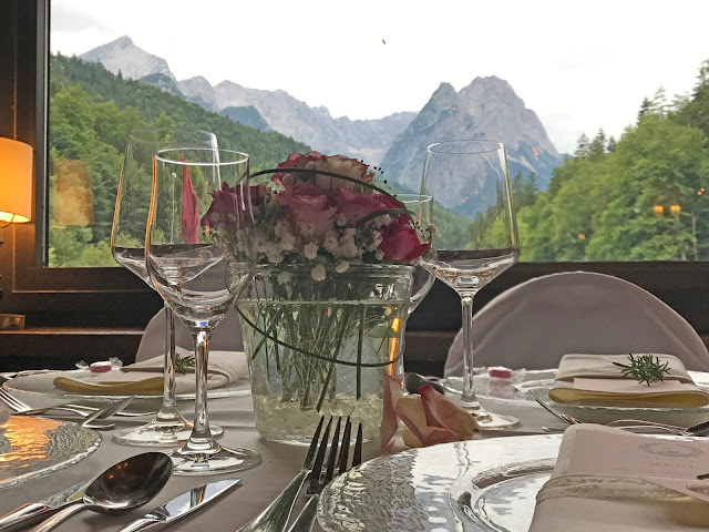 Beste Aussichten, Seehaus, Alpspitzblick, Hochzeit, , Riessersee Hotel, Garmisch-Partenkirchen, Bayern, Vintage, Rosen, Schleierkraut, Rosa, Pink, See und Berge