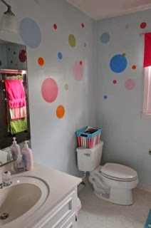 polka dot wall - kids bathroom