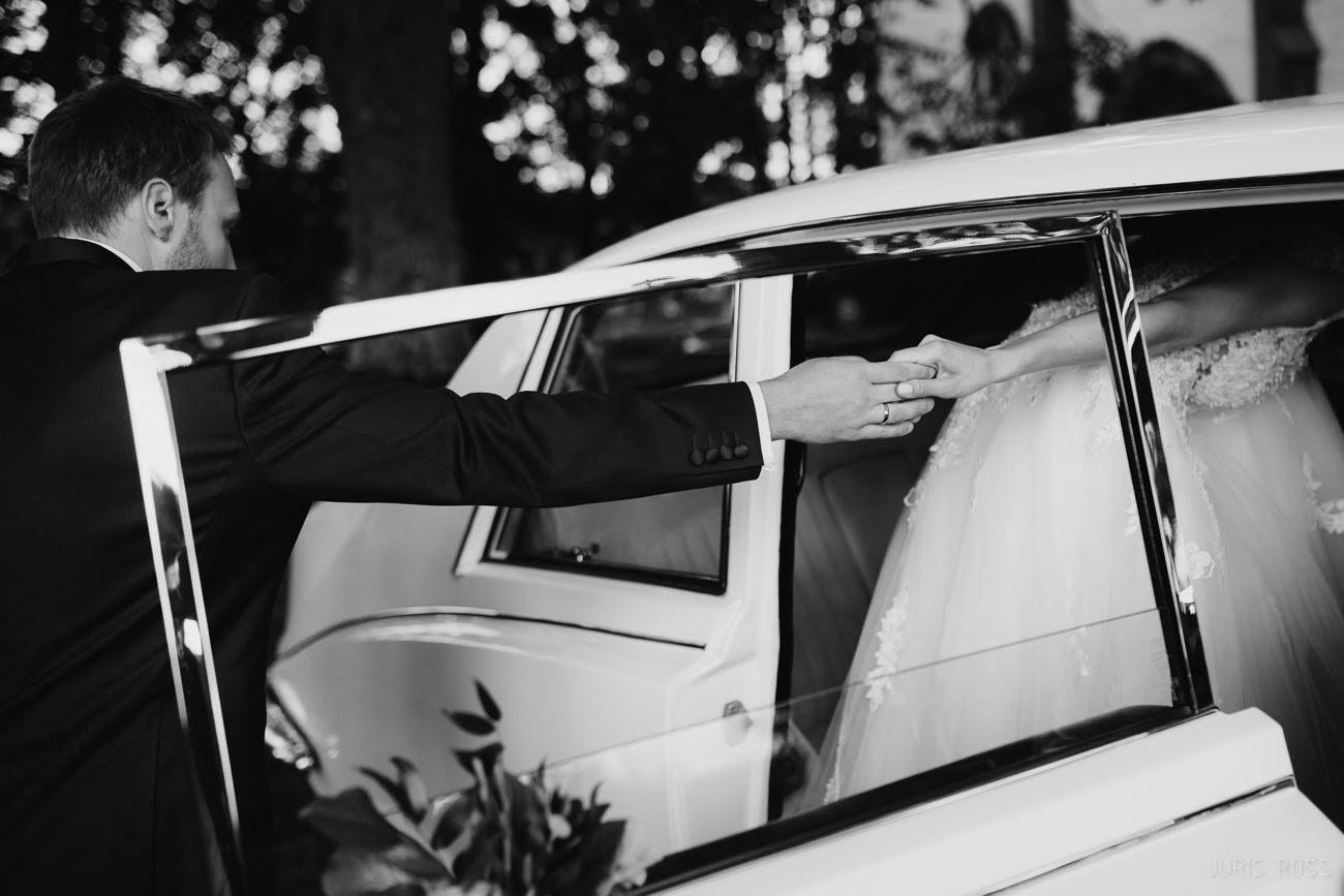 kāzu auto jaguar