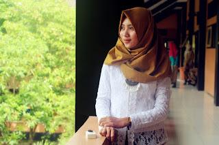 beautiful hijab modeling girl