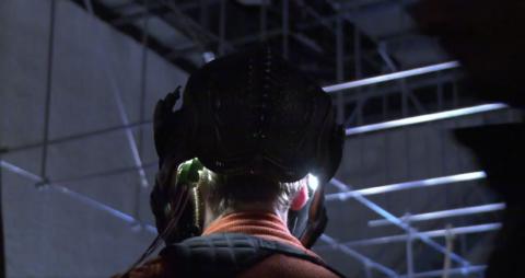 Un attore della nuova serie Star Trek Discovery con indosso uno strano dispositivo - TG TREK: Notizie, Novità, News da Star Trek