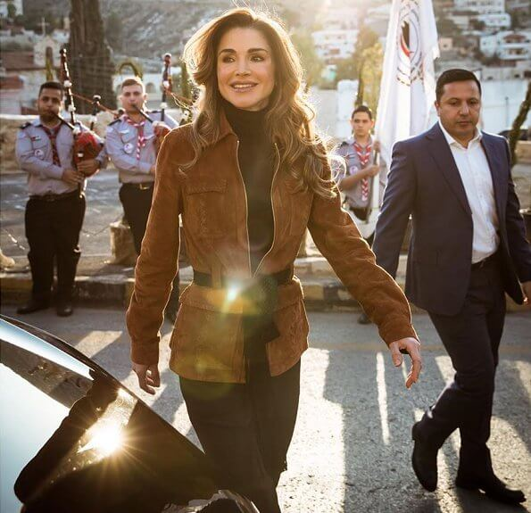 Queen Rania took part in Christmas celebrations with the residents of Fuhais at the town's annual Christmas market