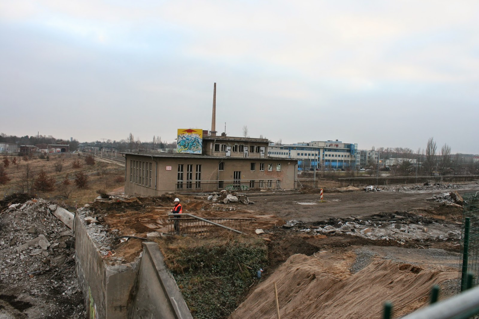 Hier noch der nach Grünau führende Teil der Brücke am 11.02.2015 - dieser steht noch, das abtragen dürfte sich wegen den darunter liegenden Bahngleisen schwieriger gestalten