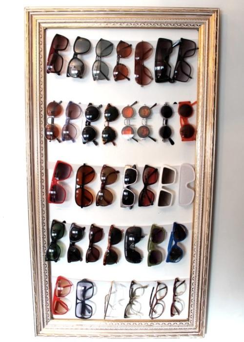 Bingkai foto untuk memajang kacamata