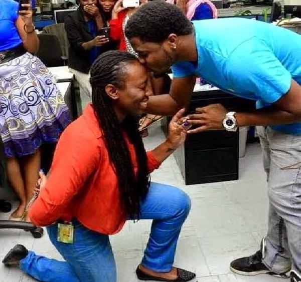 Woman proposes to boyfriend