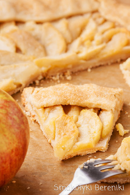 Krucha tarta z jabłkami