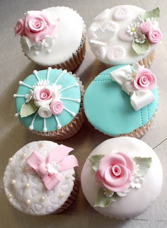 pink and turquoise cupcakes