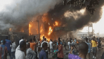 4 Stories Building In Anambra Gutted By Fire And Citizens Fought Fire With Pure Water Sachets - video